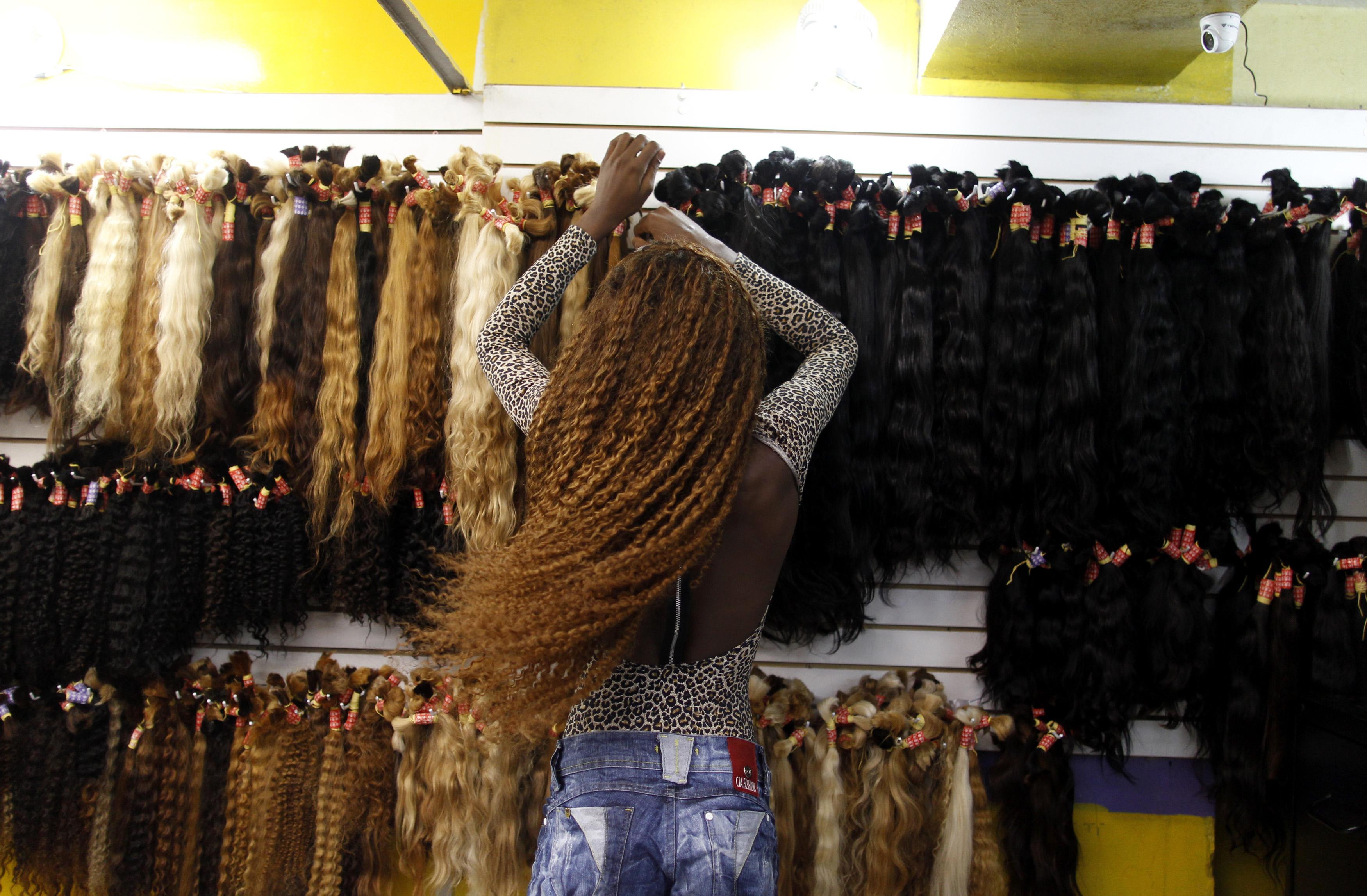 ces cheveux qui viennent de chine et que les africaines se disputent slate afrique. Black Bedroom Furniture Sets. Home Design Ideas