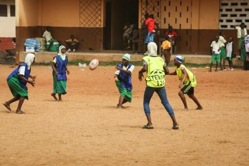 Le Rugby Ghanen Rve De Jouer Dans La Cour Des Grands