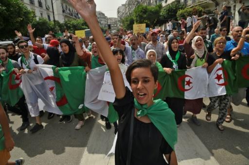 SlateAfrique: Algérie: les étudiants toujours dans la rue après l'annonce d'une présidentielle