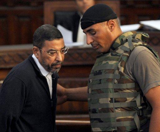 Ali Seriati (G), l'ancien chef de la sécurité du président tunisien déchu Zine El Abidine Ben Ali, comparaît le 26 juillet 2011 devant le tribunal à Tunis AFP/Archives FETHI BELAID