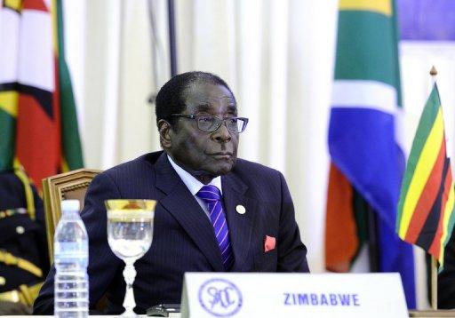 Le président du Zimbabwe, Robert Mugabe, le 17 août 2011 à Luanda, Angola AFP/Archives Stephane de Sakutin