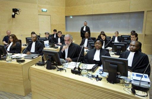Luis Moreno-Ocampo (C) lors d'une audience de la CPI sur les violences post-électorales au Kenya le 21 septembre 2011 à La Haye AFP Paul Vreeker