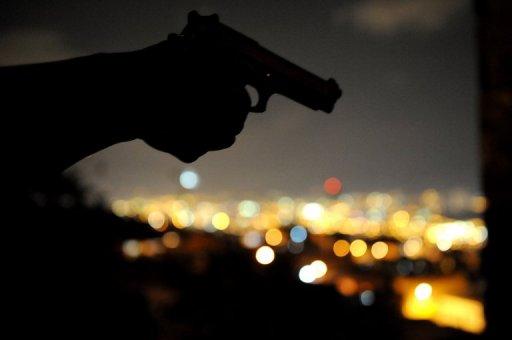 Un homme tient une arme AFP/Archives Raul Arboleda