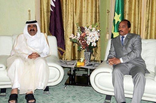 L'émir du Qatar Cheikh Hamad Ben Khalifa Al Thani (G) avec le président mauritanien Mohamed Ould Abdel Aziz le 5 janvier 2012 à Nouakchott. AFP Ahmed Elhadj