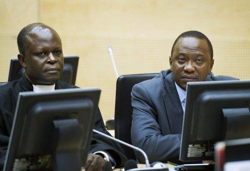 Le vice-Premier ministre Kényan Kenyatta (D) lors de sa comparution devant la Cour pénale internationale de La Haye, le 21 septembre 2011 AFP/Archives Paul Vreeker