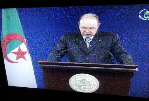Une capture d'image de la télévision algérienne diffusant le discours du président Abdelaziz Bouteflika le 9 février 2012 AFP Farouk Batiche