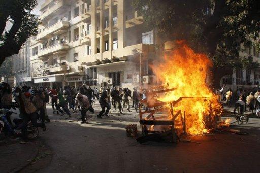 Affrontements entre la police et des manifestants empêchés d'accéder à la place de l'Indépendance, le 18 février 2012 à Dakar AFP Toure Behan