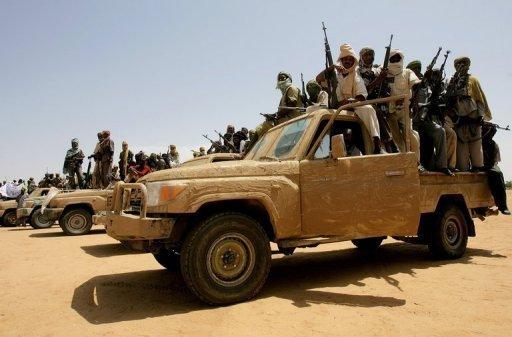Des rebelles du Mouvement pour la justice et l'égalité (JEM), en juillet 2011 dans le nord du Darfour AFP/Archives Ashraf Shazly