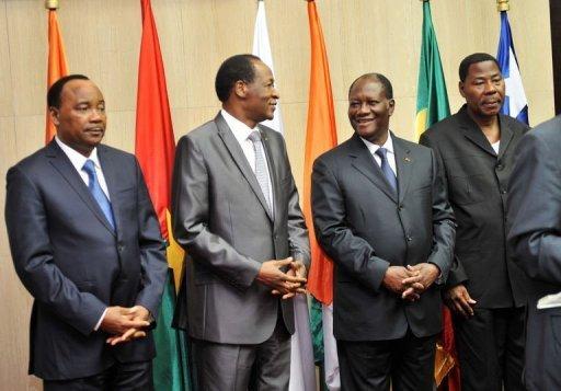 Le président ivoirien Alassane Ouattara (2D), le président du Bénin, Thomas Boni Yayi (D), le président burkinabé Blaise Compaoré (2G) et le président nigérien Mahamadou Issoufou à Abidjan le 29 mars 2012 AFP Sia Kambou