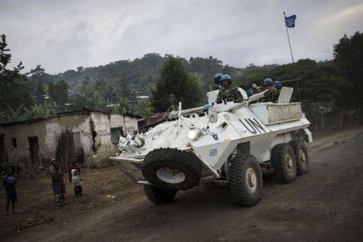 Un char blindé de l'Onu sur la route entre Goma et Rutshuru dans le Nord-Kivu, en RDC, le 12 mai 2012 AFP Phil Moore