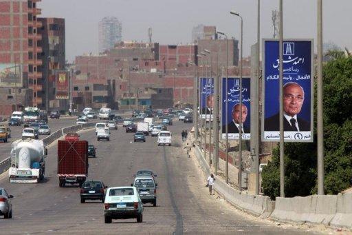 Des affiches électorales du candidat à la présidentielle égyptienne Ahamd Chafiq, le 13 mai 2012 au Caire AFP/Archives Khaled Desouki