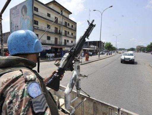 Des Casques bleus patrouillent à Abobo, le 14 avril 2011 AFP/Archives Kambou Sia