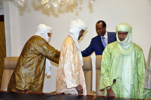 La délégation d'Ansar Dine rencontre le médiateur sur le dossier du nord-Mali, le président du Burkina Faso Blaise Compaoré (2e d), le 18 juin 2012 à Ougadougou AFP Ahmed Ouaba