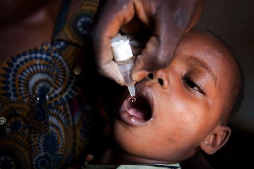 Vaccination d'un enfant contre la poliomyélite AFP/Archives Gwenn Dubourthoumieu