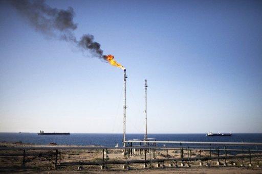 Des pétroliers attendent au large de la raffinerie de Zaouia, à l'ouest de Tripoli AFP/Archives Marco Longari