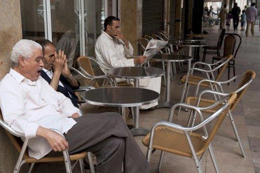 Des Marocains attendent de briser le jeûne du Ramadan, le 10 août 2012 à Rabat AFP Fadel Senna