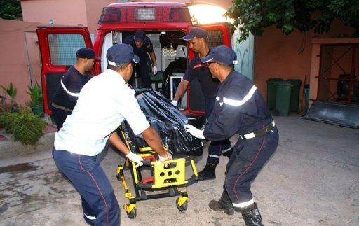 Des services de secours marocains interviennent sur les lieux de l'accident d'un bus près de Marrakech, le 4 septembre 2012 AFP Str