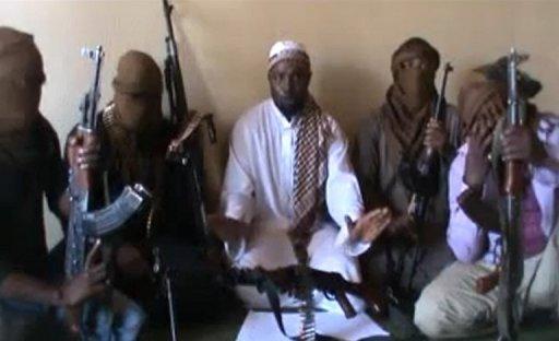Capture d'écran d'une vidéo diffusée sur YouTube le 12 avril 2012, et montrant le leader de Boko Haram, Abubakar Shekau (c) YouTube/AFP/Archives
