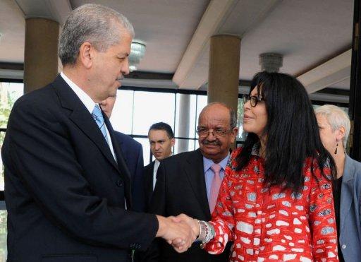 La ministre française déléguée à la Francophonie Yamina Benguigui (d) rencontre le nouveau Premier ministre algérien Abdelmalek Sellal, le 8 septembre 2012, à Alger AFP Farouk Batiche