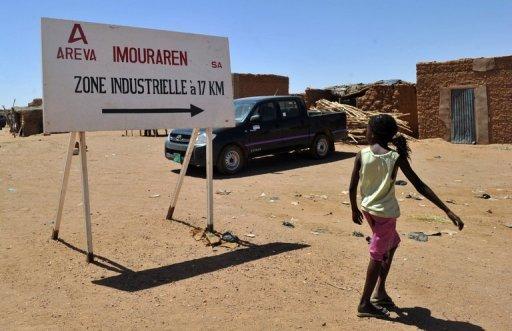 Un panneau indique la proximité du site d'extraction d'uranium du géant nucléaire français Areva, à Arlit, au Niger AFP/Archives Issouf Sanogo