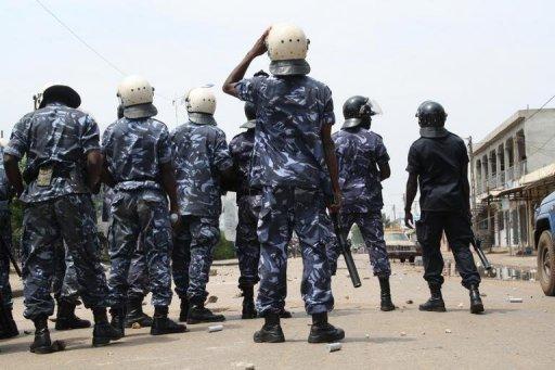 Des policiers déployés lors d'une manifestation de l'opposition à Lomé, en août 2012 AFP/Archives Emile Kouton