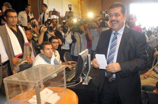 Le député-maire de Fès, au Maroc, Hamid Chabat, s'apprête à voter le 23 septembre 2012 AFP Abdelhak Senna