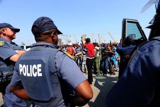 Rassemblement de mineurs en grève à Rustenburg, le 12 septembre 2012 AFP/Archives Alexander Joe