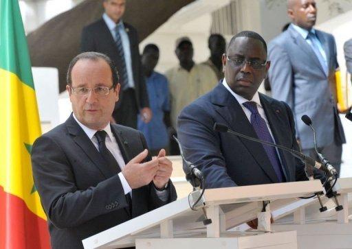 Le président français François Hollande (g) et son homologue sénégalais Macky Sall (d), le 12 octobre 2012 à Dakar AFP Seyllou