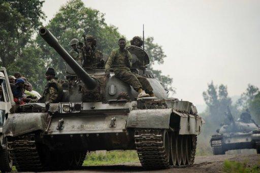 Des chars de l'armée congolaise à la poursuite des rebelles du M23, le 26 juillet 2012 près de Goma, dans l'est de la RDC AFP/Archives Phil Moore