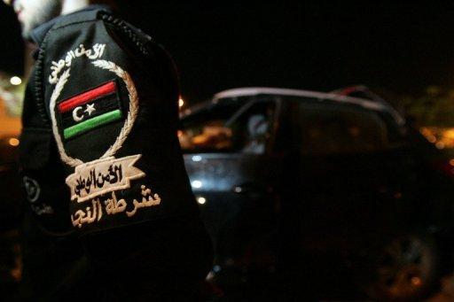 Un policier libyen  sur les lieux d'un attentat à Benghazi AFP/Archives Abdullah Douma
