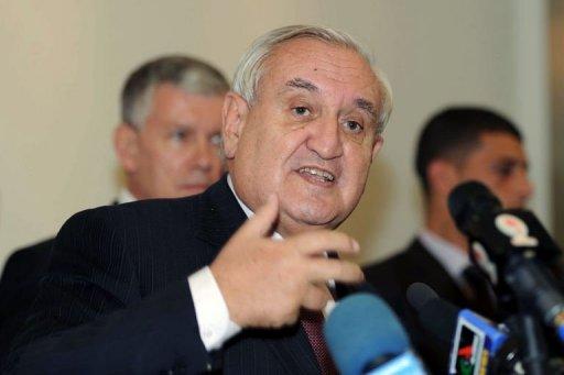 L'ancien Premier ministre français Jean-Pierre Raffarin donne une conférence de presse à Alger, le 25 novembre 2012 AFP Farouk Batiche