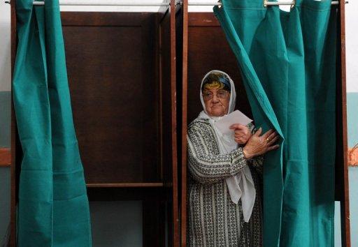 Une Algérienne vote à Alger, le 29 novembre 2012 AFP Farouk Batiche