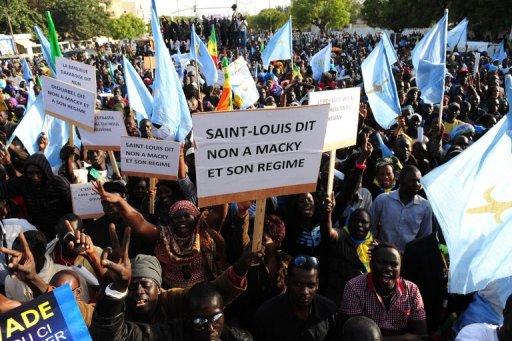 Des partisans du Parti démocratique sénégalais (PDS) manifestent à Dakar contre le pouvoir en place, le 6 décembre 2012 AFP Seyllou