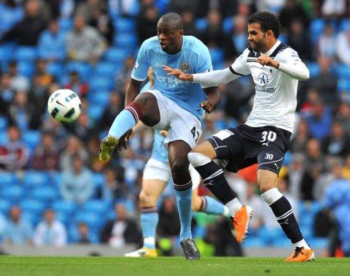 Le défenseur de Manchester City Yaya Touré (à gauche) lors du match contre Tottenham le 10 mai 2011 à Manchester AFP Andrew Yates