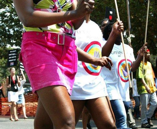 Des femmes sud-africaines manifestent contre les viols et pour le droit à porter des mini-jupes, le 4 mars 2008 à Johannesburg AFP/Archives Paballo Thekiso