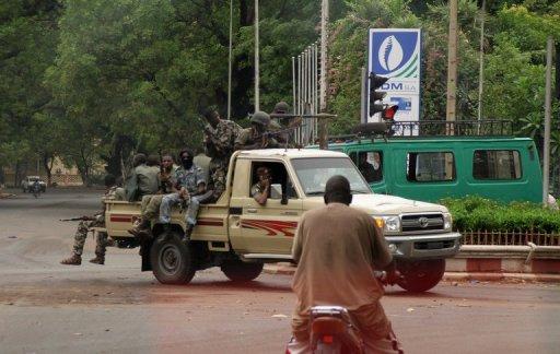 Des soldats dans le centre-ville de Bamako AFP/Archives Habibou Kouyate