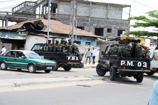 Des policiers dans une rue de Brazzaville en mars 2012 AFP/Archives Guy-Gervais Kitina