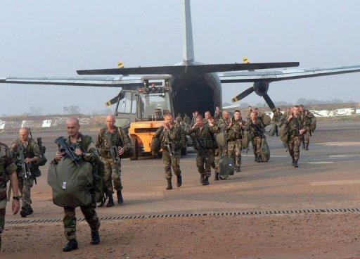 Des militaires français arrivent à l'aéroport de Bangui, le 28 décembre 2012 Armée de terre/AFP/Archives