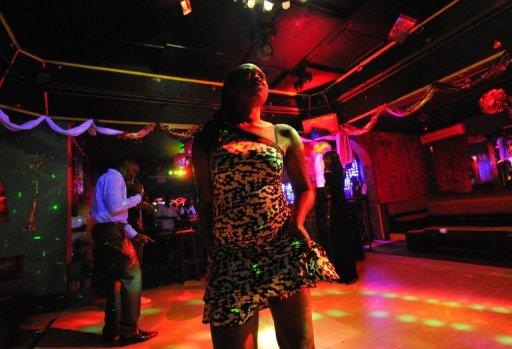 Une femme danse dans un club le 3 janvier 2013 à Bangui AFP Sia Kambou