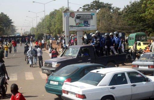 Des policiers maliens patrouillent dans les rues de Bamako, le 9 janvier 2013 AFP/Archives Habibou Kouyate