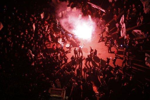 Des manifestants continuent de protester en soirée place Tahrir, en Egypte, le 24 janvier 2013 AFP Mohammed Abed