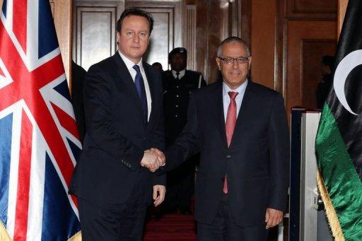 David Cameron (g), Premier ministre britannique, et son homologue libyen Ali Zaidan, le 31 janvier 2013 à Tripoli AFP Mahmud Turkia