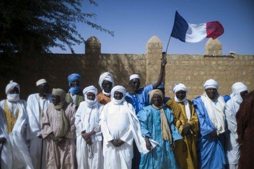 Des habitants de Tombouctou attendent l'arrivée du président François Hollande, le 2 février 2013 au Mali AFP Fred Dufour