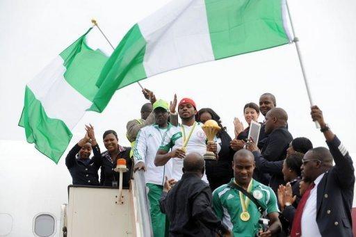L'équipe du Nigeria,, victorieuse de la CAN, à sa descente d'avion, le 12 février 2013 à Abuja. AFP Pius Utomi Ekpei