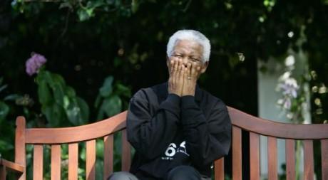 Nelson Mandela rit avec les journalistes, mars 2005, province du Cap. REUTERS