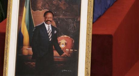 Le cercueil de feu le président gabonais Omar Bongo, à Libreville, le 11 juin 2009. REUTERS/Stringer