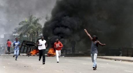 Des manifestants anti-Gbagbo à Abidjan, Côte d'Ivoire, le 19 février 2011. REUTERS/Luc Gnago