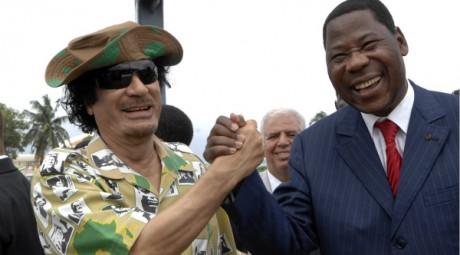 Kadhafi et le président du Bénin Yayi Boni au sommet du Censad, à Cotonou, le 16 juin 2008. REUTERS/Charles Tossou