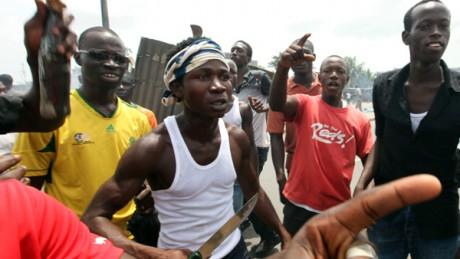 Barrage à Abidjan dans le quartier d'Abobo de partisans de Ouattara Luc Gnago / Reuters