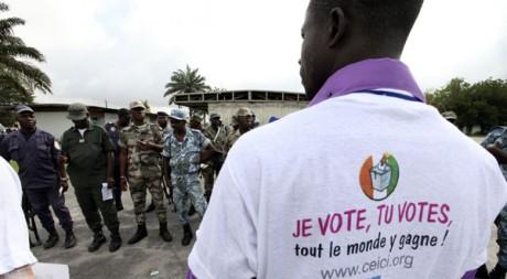 Le 26 octobre 2010 à Abidjan, cinq jours avant la présidentielle en Côte d'Ivoire. REUTERS/Luc Gnago